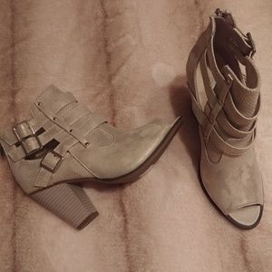 Open toed gold metalic booties NWOT